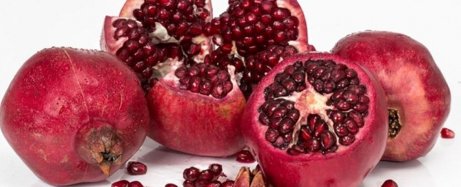 Whether you're looking to regenerate, decongest, soothe your skin, nature has treasures to help you fight the first signs of aging. Are you more for pomegranates or tangerines?